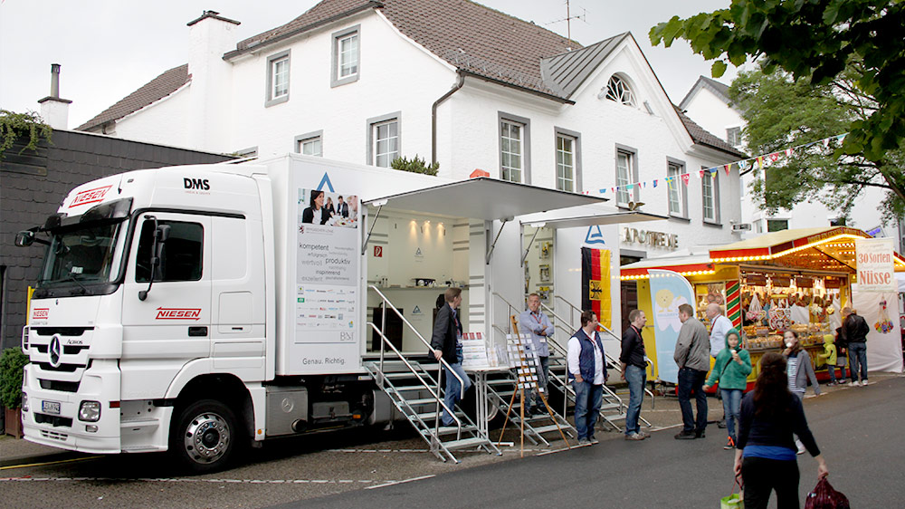 Promotion Truck dient als Business-Basis auf dem Bensberger Schlossfest